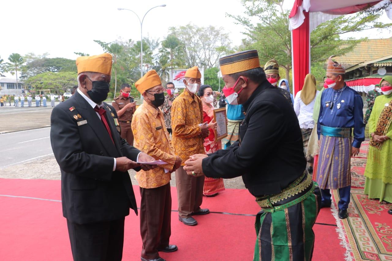 Wakil Ketua DPRD Inhil Hadiri Upacara HUT Ke-76 RI di Halaman Kantor Bupati