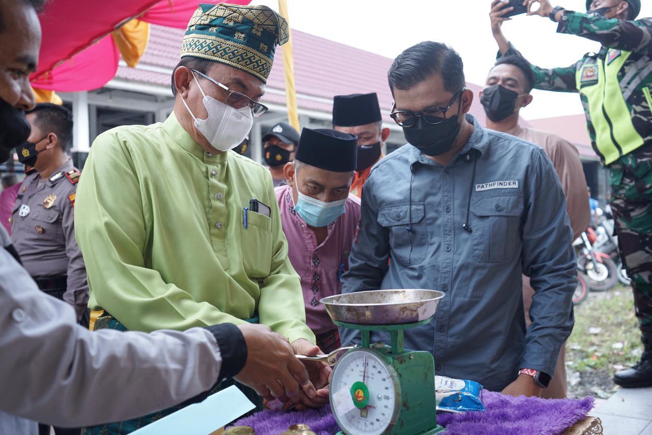 Bupati Inhil Tinjau Sidang Tera Ulang Alat UTTP di Pasar Kayu Jati